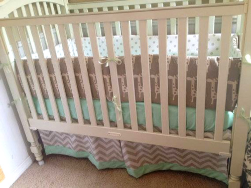 Mint Giraffe Baby Bedding Set